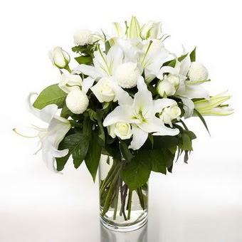 Ankara İnternetten çiçek siparişi  1 dal cazablanca 7 adet beyaz gül vazosu