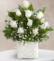 9 beyaz gül vazosu  Ankara çiçek , çiçekçi , çiçekçilik