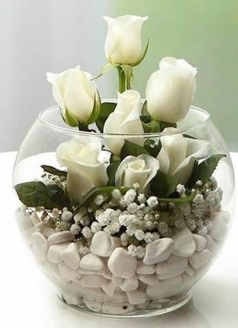 Beyaz Mutluluk 9 beyaz gül fanusta  Ankara anneler günü çiçek yolla