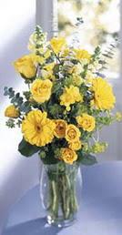 Ankara kaliteli taze ve ucuz çiçekler  sari güller ve gerbera cam yada mika vazo