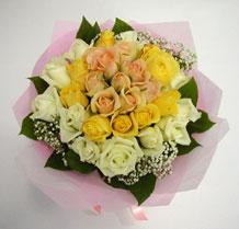 sari ve beyaz gül karisimda   Ankara ucuz çiçek gönder