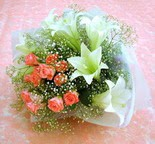 Ankara çiçek gönderme  lilyum ve 7 adet gül buket