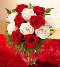 Ankara online çiçekçi , çiçek siparişi  5 adet kirmizi 5 adet beyaz gül cam vazoda