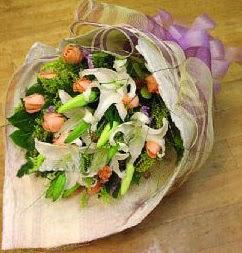 Ankara hediye sevgilime hediye çiçek  11 ADET GÜL VE 1 ADET KAZABLANKA