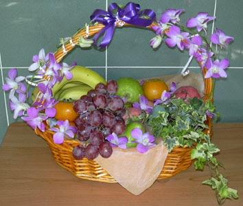 Ankara hediye sevgilime hediye çiçek  SEPET IÇERISINDE MEVSIM MEYVALARI