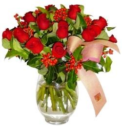 Ankara 14 şubat sevgililer günü çiçek  11 adet kirmizi gül  cam aranjman halinde