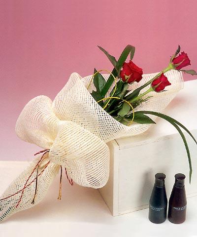 3 adet kalite gül sade ve sik halde bir tanzim  Ankara çiçek servisi , çiçekçi adresleri