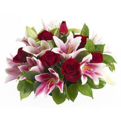 güller ve kazablnaklardan aranjman  Ankara çiçek siparişi sitesi