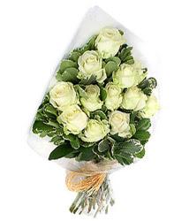 Ankara uluslararası çiçek gönderme  12 li beyaz gül buketi.