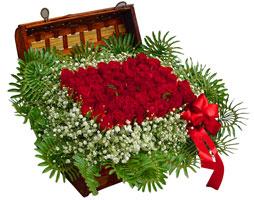 Ankara çiçek , çiçekçi , çiçekçilik  17 adet gül ve örme japon sepeti