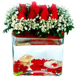 Ankara güvenli kaliteli hızlı çiçek  12 adet kirmizi gül cam yada mika vazoda