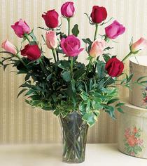 Ankara çiçek siparişi vermek  12 adet karisik renkte gül cam yada mika vazoda