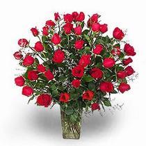Ankaraya çiçek yolla  11 adet kirmizi gül cam yada mika vazoda sevenlere özel vazo