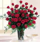 Ankara anneler günü çiçek yolla  12 adet essiz kirmizi gül demeti cam yada mika vazoda