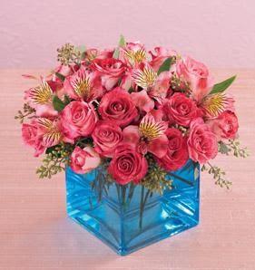 Ankara kaliteli taze ve ucuz çiçekler  13 adet kirmizi gül ve cam yada mika vazo