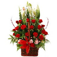 Ankara çiçekçiler  12 gül den ve kir çiçeklerinden sepet tanzimi
