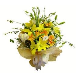 Ankara İnternetten çiçek siparişi  2 dal kazablanka ve kir çiçekleri