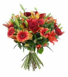 Ankara çiçekçi telefonları  3 adet kirmizi gül ve karisik kir çiçekleri demeti