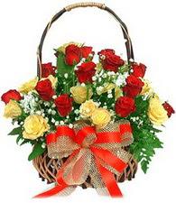 Ankara çiçek , çiçekçi , çiçekçilik  11 sari 8 kirmizi gülden sepet tanzimi