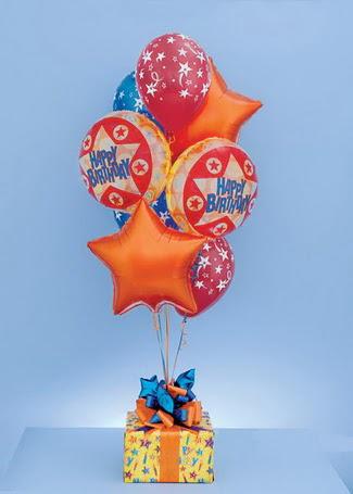 Ankara İnternetten çiçek siparişi  19 adet uçan balon ve küçük kutuda çikolata