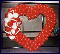Kirmizi kalp biçiminde balon tanzimi  Ankara çiçekçi telefonları