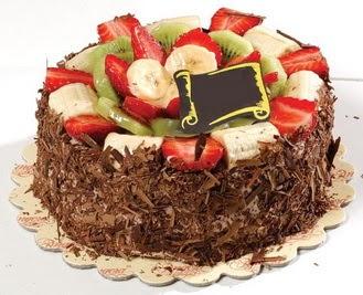 pastaci firmasindan 4 ile 6 kisilik çikolata meyvali yaspasta  Ankara anneler günü çiçek yolla