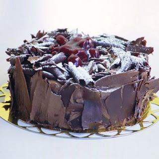 pasta yolla 4 ile 6 kisilik visneli çikolatali yas pasta  Ankara anneler günü çiçek yolla