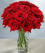 Ankara anneler günü çiçek yolla  Sevdiklerinize özel ürün 12 adet cam içerisinde kirmizi gül  Ankara hediye çiçek yolla