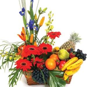 Meyva ve çiçeklerden olusmus hediye sepeti  Ankara 14 şubat sevgililer günü çiçek