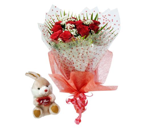 10 adet kirmizi gül buketi ve hediye oyuncak  Ankara çiçek siparişi vermek