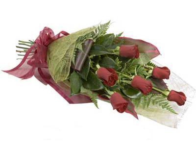 ucuz çiçek siparisi 6 adet kirmizi gül buket  Ankara anneler günü çiçek yolla