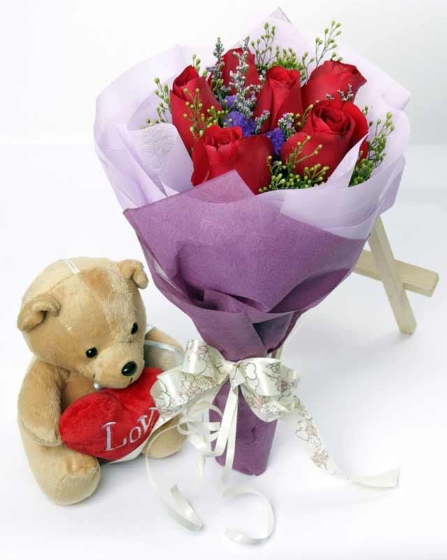 oyuncak ve 7 adet kirmizi gül buketi  Ankara uluslararası çiçek gönderme
