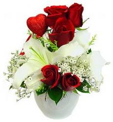 5 adet kirmizi gül 1 adet kazablanka çiçegi  Ankara anneler günü çiçek yolla