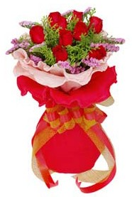 Ankara yurtiçi ve yurtdışı çiçek siparişi  8 Adet kirmizi güllerden buket tanzimi