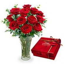 Ankara 14 şubat sevgililer günü çiçek  10 adet cam yada mika vazoda gül çikolata