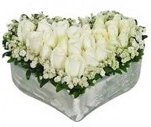 Ankara online çiçek gönderme sipariş  9 adet beyaz gül mika kalp içerisindedir