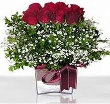 Ankara hediye sevgilime hediye çiçek  mika yada cam vazo içerisinde 7 adet gül