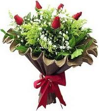 Ankara kaliteli taze ve ucuz çiçekler  5 adet kirmizi gül buketi demeti