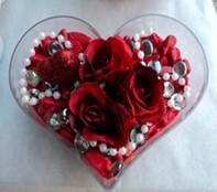 Ankara güvenli kaliteli hızlı çiçek  mika kalp içerisinde 3 adet gül ve taslar