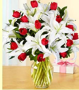 Ankara anneler günü çiçek yolla  3 kazablanka 10 kırmızı gül vazosu