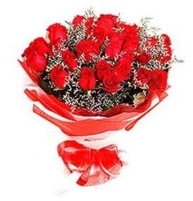 Ankara çiçek siparişi vermek  12 adet kırmızı güllerden görsel buket