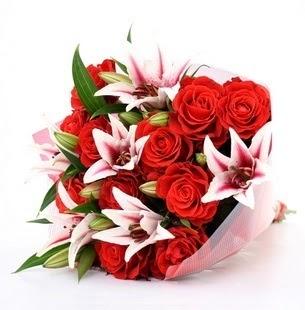Ankara çiçek mağazası , çiçekçi adresleri  3 dal kazablanka ve 11 adet kırmızı gül