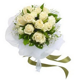 Ankara uluslararası çiçek gönderme  11 adet benbeyaz güllerden buket