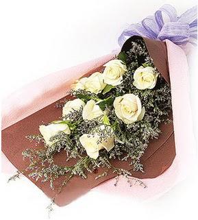 Ankara güvenli kaliteli hızlı çiçek  9 adet beyaz gülden görsel buket çiçeği