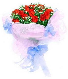 Ankara anneler günü çiçek yolla  11 adet kırmızı güllerden buket modeli
