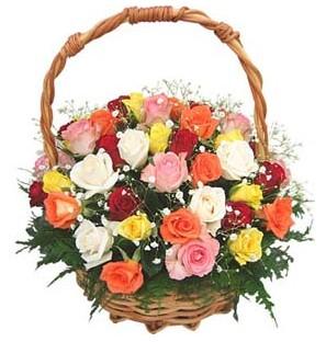 Ankara çiçek servisi , çiçekçi adresleri  29 adet rengarenk gül sepeti tanzimi