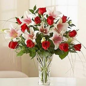 Ankara çiçek siparişi vermek  12 adet kırmızı gül 1 dal kazablanka çiçeği