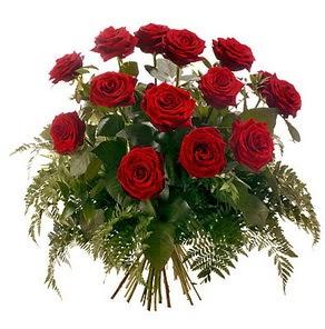 Ankara hediye sevgilime hediye çiçek  15 adet kırmızı gülden buket