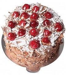 4 ile 6 kişilik çikolatalı Frambuazlı yaş pasta