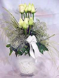 Ankara kaliteli taze ve ucuz çiçekler  9 adet vazoda beyaz gül - sevdiklerinize çiçek seçimi
